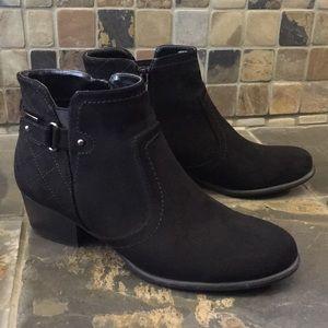 Unisa Shoes - Unisa Black Ankle Boots Size 8